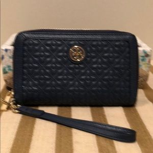 Tory Burch Bags - Tory Burch Bryant Smartphone wristlet